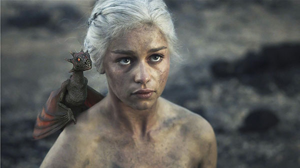Game of Thrones : Daenerys et un dragon bébé